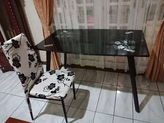Meja makan set kondisi baru