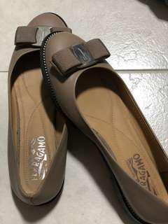 Authentic 💓 Ferragamo Varina Shoes