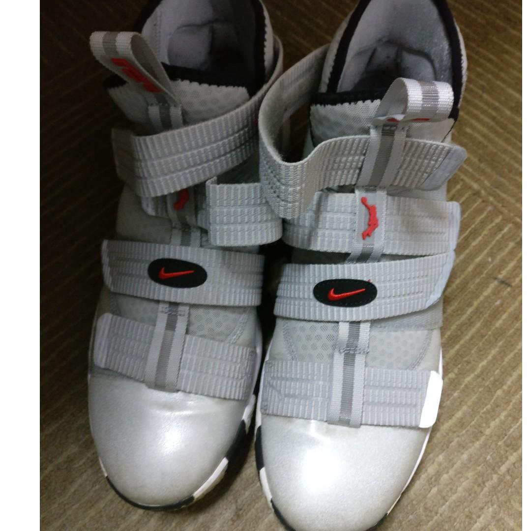 quality design f61a7 fe442 Lebron Soldier XI 11 SFG Basketball Shoe (US Men size 12), Sports ...