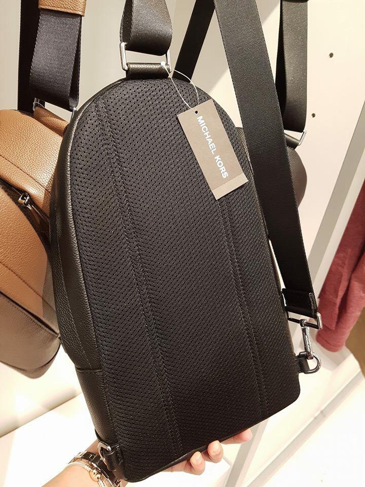 f2f04e6d1e1a Michael Kors Russel men sling pack, Luxury, Bags & Wallets on Carousell
