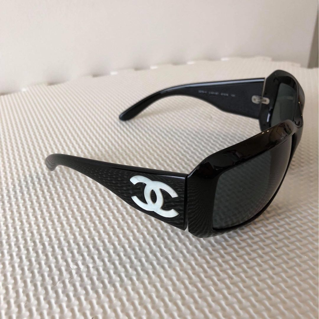 2ee88bdd219af Preloved Authentic CHANEL  Mother of Pearl CC logo  Sunglasses ...