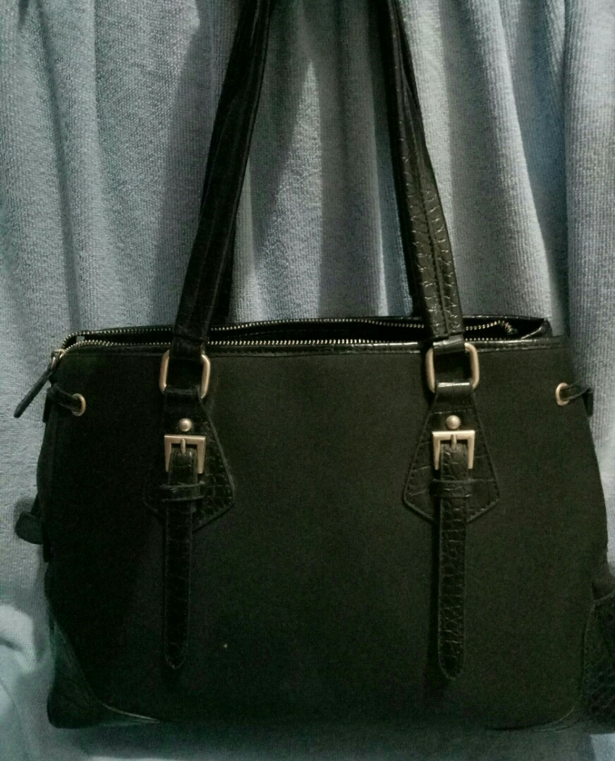 66fa3ebd0232 Selling my preloved prada tote bag