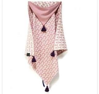 🚚 全新 La Millou 針織篷篷衣 北極熊天天 夢幻珊瑚粉 針織保暖 連帽斗篷毯 包 穿 披 嬰幼兒寢具被子毯子針織毯
