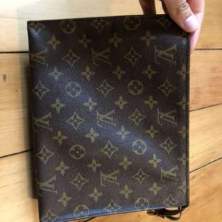 LV toiltery pouch 26