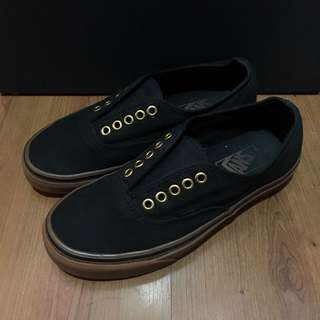 Vans Black Gumsole Gold Eyelet