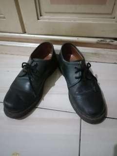 Sepatu semi dokmard
