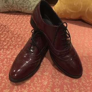 Maroon oxford shoes