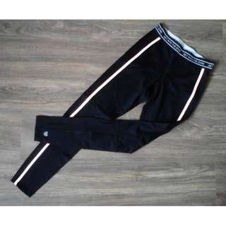 Forever 21 Activewear Black with Elasticized Waist Graphic Athletic Leggings
