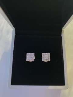 18K White Gold 0.89ct princess cut and round diamond earrings.