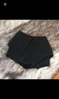 Black shorts / skort / skirt