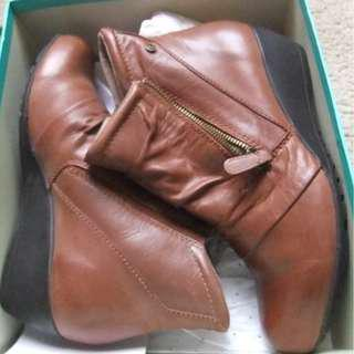 LADIES ZENSU LEATHER WINTER ANKLE BOOTS TAN (COGNAC) SZ 41- STYLE - DAWN.