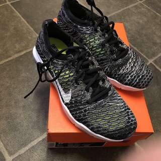 W AIR ZOOM FEARLESS FLYKNIT