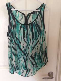 Size medium Guess patterned Top