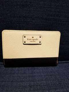 White and black grove street Kate spade wallet