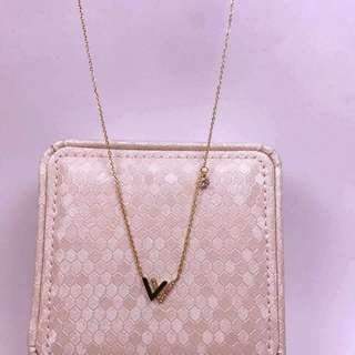 New Arrival Double V Pendant with chain