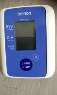 Blood pressure meter, omrom hem7-111