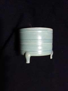 Song dynasty Ru kiln brush pot 10 cm high offer at 280. 宋代汝窯天青釉筆洗10 公分高。特價