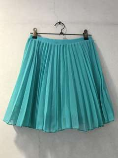 H&M Green Pleated Skirt