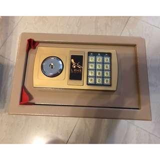 全鋼家用電子密碼雙匙保險箱 ( 可入牆 家用夾萬 儲物 雙匙 安全 保險櫃 黑色 或 銅色 )包順豐站郵費