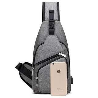 Tas slempang Dengan port charger