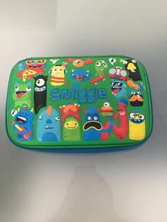 Free stationaries with purchase of Smiggle pencil case