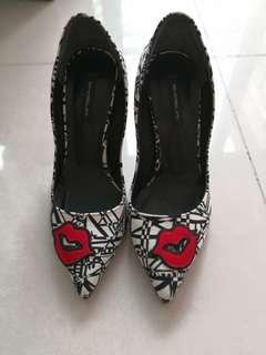 Size 22.5-23.0 rarely worn heels
