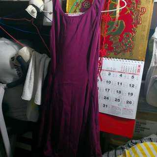 紫紅色連身裙