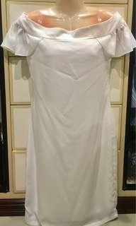 White off shoulder dress 👗