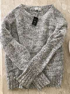 ARITZIA TALULA GREY/WHITE CASHMERE SWEATER