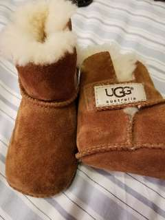 UGG brand new size 5