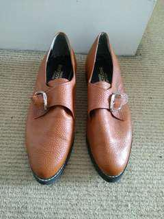 Brown shoes size 6
