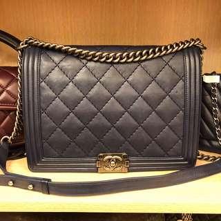 🚚 Chanel boy 靛藍牛皮包 30cm