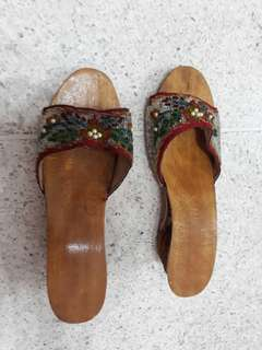 vintage hand beaded peranakan shoes