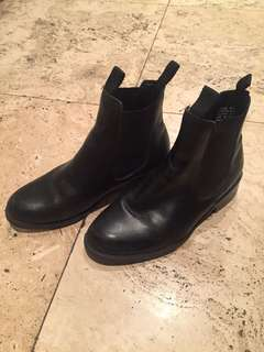 Leather Chelsea style boot