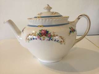 Vintage Old English Johnson Bros Kent Porcelain Teapot. (1930s design)