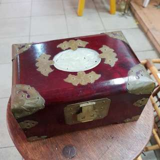 Jewellery box with lock n key