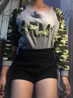 Army sweater (reserved) / black highwaisted shorts xl