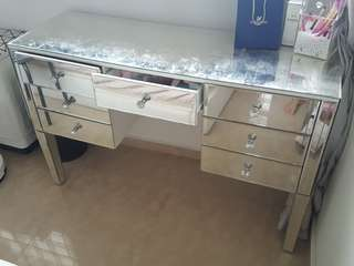 Dresser table in mirror finish makeup table