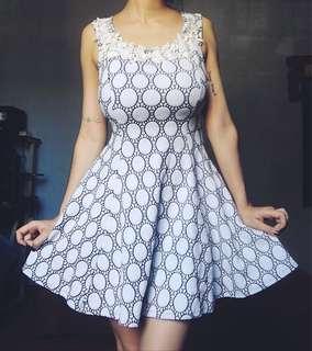Dress black and white free size
