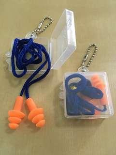 Earplugs with case