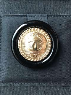 Chanel 最新限量 金色鈕 Brooch 心口針