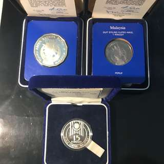 🌟 Malaysia 🇲🇾 Commemorative Coin Issue Lot. 1982 Malaysia Commemorative The 25th Anniversary Of Independence RM25 Silver Proof & RM1 Cupronickel Proof, 1989 Malaysia XV SEA Games RM15 Silver Proof. All 3 With Certs & Box 📦