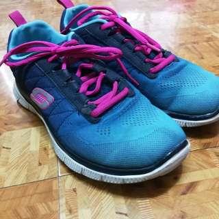 Skechers rubber shoes size 7