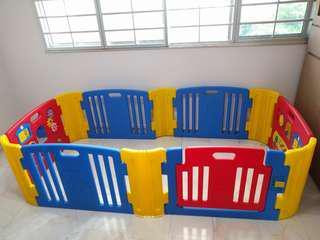 Haenim 6 Piece Play Yard with Activity Panels