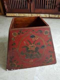 Flower motif wooden pot