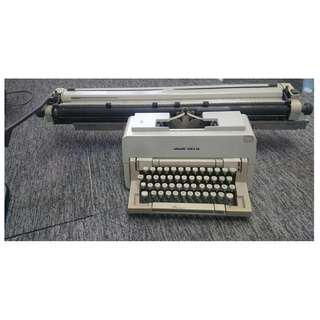 Vintage typewriter Ollivetti Linea 98