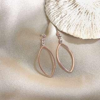 🚚 美好飾物|鑲鑽玫瑰金(孤品、僅有一副)耳環