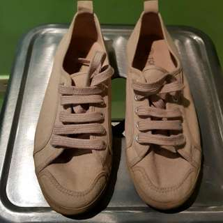 f4c9e2cf33117 Buy New   Used Women s Shoes Online