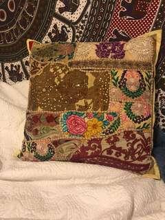 Ishka cushion/pillow