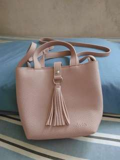 Ayla pink sling bag